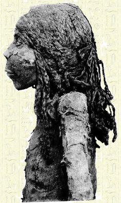 Momie de la Reine Nedjemet/Nodjmet...  Probablement la soeur de Ramsès XI.