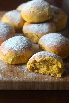 As Minhas Receitas: Arrufadas de Batata Doce Food C, Good Food, Yummy Food, Easy Cookie Recipes, Sweet Recipes, Small Desserts, Bread Cake, Healthy Cake, Bread And Pastries