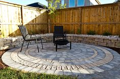 Sierra Grey Roman Circle with Belvedere Retaining Wall