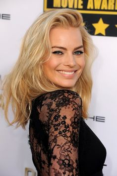 Margot Robbie Robbie began 2019 by starring as a femme fatale in Dreamland, a period crime thriller set during the Dust Bowl, which she also produced Margot Robbie Style, Margo Robbie, Actress Margot Robbie, Margot Robbie Harley Quinn, Margaret Robbie, Blonde Makeup, Blonde Beauty, Hair Beauty, Hair Makeup