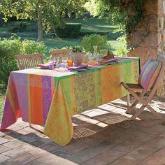 Garnier Thiebaut - Mille Patio Provence   Sie geben Ihre Tischmaße ein und unser Tischdeckenkonfigurator berechnet Ihre persönliche Tischdecke.   Wählen Sie aus herrlichen Stoffen Ihren Favoriten. Nichts Passendes gefunden?   Rufen Sie uns an unter Tel. (0281) 24173 und wir machen es passend! Sie sind sich in der Farbwahl nicht sicher?   Gerne senden wir Ihnen Stoffmuster zu