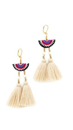 ¡Consigue este tipo de pendiente de SHASHI ahora! Haz clic para ver los detalles. Envíos gratis a toda España. Shashi Camilla Earrings: Colorful threads detail these lever-back Shashi earrings, finished with a pair of tassels. 18k gold plate. Made in the USA. Measurements Length: 4in / 10cm (pendiente, pendiente, earrings, earring, unerledigt, arete, en cours, in attesa, pendientes)