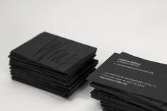 Unatarjeta personales una pieza de identidad importantísimagracias a la cual un potencial cliente, contacto o amigo puede identificarnos. Si uno se encuentra trabajando comofreelanceo emprendiendoalgún negocio resulta de vital importancia ser recordado por el que pueda requerir de nuestros servicios profesionales. En este artículo vamos a ver una recopilación de25 tarjetas personales en blanco y …