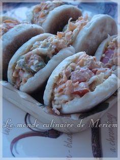 Ces minis Batbouts sont parfaits pour réaliser des Sandwichs , recette simple qui donne des galettes super moelleuses ... que vous pouvez farcir a votre choix. Vous pouvez aussi les déguster arrosés de miel et beurre, c'est parfait pour le petit déjeuner.... New Recipes, Favorite Recipes, Mini Hamburgers, Parfait, Sandwiches, Tacos, Food And Drink, Lunch, Ethnic Recipes