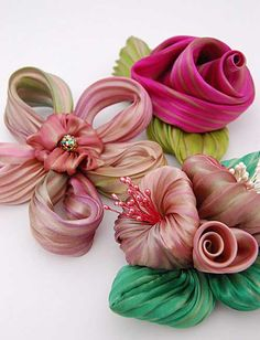 Love the ribbon flowers...