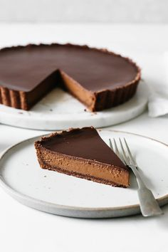 A rich chocolate tart recipe with three layers of chocolate goodness! It's unbelievably gluten-free and dairy-free. A rich chocolate tart recipe with three layers of chocolate goodness! It's unbelievably gluten-free and dairy-free. Chocolate Paleo, Chocolate Truffles, Chocolate Desserts, Chocolate Glaze, Decadent Chocolate, Chocolate Ganache Tart, Gluten Free Chocolate Cheesecake Recipe, Chocolate Desert Recipes, Nutella Mousse