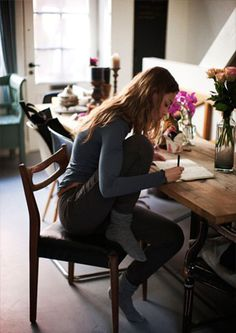 Keep your outfits comfortable when you have a long day of writing or brainstorming ahead of you #writing #style