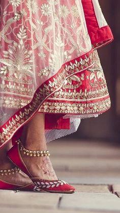 Pin by Sheeba Hayat Indian Wedding Poses, Indian Bridal Photos, Indian Wedding Couple Photography, Wedding Couple Poses, Indian Bridal Outfits, Indian Bridal Fashion, Indian Bridal Wear, Bride Photography, Wedding Couples