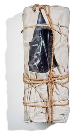 Christo - Wrapped Payphone, 1988 Jean Tinguely, Object Drawing, Art Object, Nouveau Realisme, Joseph Kosuth, Critique D'art, Christo And Jeanne Claude, Art Français, Antony Gormley