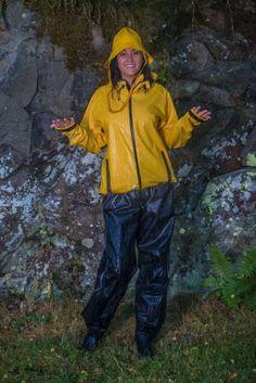 Women in shiny nylon - Shiny Sports Yellow Coat, Yellow Raincoat, Mudding Girls, Fishing Boots, Pvc Raincoat, Rain Gear, Girls In Love, Rain Boots, Rain Jacket