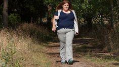 Cât trebuie să mergi pe jos ca să slăbești Khaki Pants, Sport, Fashion, Moda, Khakis, Deporte, Fashion Styles, Sports, Fashion Illustrations