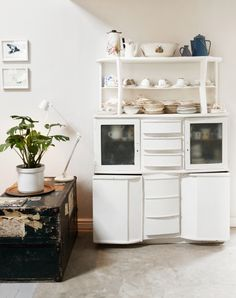 Clever kitchen design your message clever galley kitchen designs Cafe Kitchen Decor, Galley Kitchen Design, Clever Kitchen Storage, Interior S, Interior Design, Beautiful Kitchens, Bambi, Victorian Homes, House Design