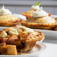 Baking a feel-good #pie recipe that reminds us of our grandmother's cooking! We are all very thankful that we missed #hurricanematthew in Miami and are still praying for everyone affected. This is a twist of an old time favorite Apple upside down apple pie from @flomojuju that we can't get enough of.