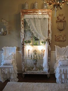 this is just like a room i just finished for a client.....almost exact! just goes to show it's a look that classic chic's love!!! <3