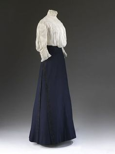 1900s womens fashion-Typical day outfit. 1908 V&A Museum.