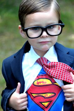 Lots of inspiration, diy & makeup tutorials and all accessories you need to create your own DIY Clark Kent Superman Costume for Halloween. Superman Halloween Costume, Superman Costumes, Baby Halloween Costumes, Toddler Halloween, Halloween Candy, Halloween Ideas, Cosplay Kids, Baby Cosplay, Superman Baby