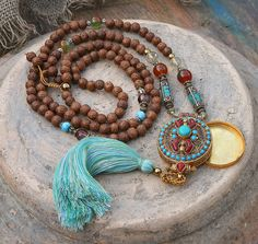 Mala necklace made ​​of 108, 8 to 8,5 mm - 0.315 to 0,334 inch, beautiful Nepalese raktu seed beads and decorated with citrine, cherry quartz, agate, two Nepalese beads and a handmade Nepalese ghau (gau) box which has a size of about 4 x 5,2 cm - 1.57 x 2.04 inch - look4treasures on Etsy