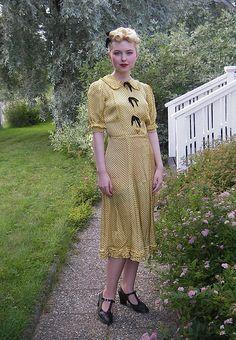 pale yellow 40s dress