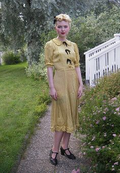 pale yellow 40s dress