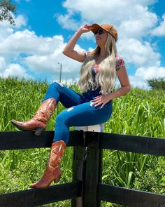 Hot Country Girls, Country Women, Country Life, Foto Cowgirl, Cowgirl Boots, Farm Clothes, Estilo Country, Cowboy Up, Beautiful Sky