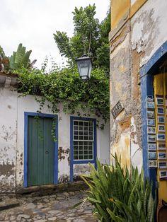 https://flic.kr/p/SRYquD | Paraty | Casas coloniais no centro histórico da bela cidadezinha de Paraty, no estado do Rio.  Paraty, Rio de Janeiro, Brasil. Tenham um lindo dia!  ____________________________________________  Paraty City  Colonial houses at the little town of Paraty, near Rio.  Paraty, Rio de Janeiro, Brazil. Have a beautiful day! :-)  ____________________________________________  Buy my photos at / Compre minhas fotos na Getty Images  To direct contact me / Para me contactar…