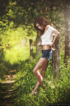 outdoor photoshoot ideas for women Glamour Photography, Photography Women, Photography Photos, Poses, Outdoor Modeling, Outdoor Fotografie, Modeling Fotografie, Glamour Lingerie, Photoshoot Concept