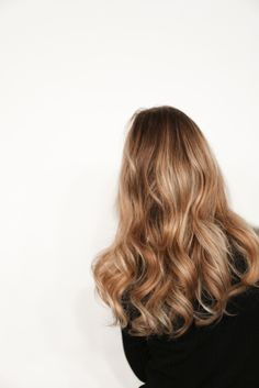 Medium, Beachy Waves with Ombre Highlights - 40 On-Trend Balayage Short Hair Looks - The Trending Hairstyle Wavy Hair, Blonde Hair, Blonde Waves, Dark Blonde, Blonde Ombre, Curls Hair, Golden Blonde, Hair Inspo, Hair Inspiration