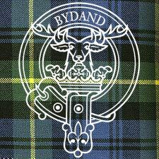 """Clan Gordon Crest: Issuant from a crest coronet Or a stag's head (affrontée) Proper attired with ten tines Or. Motto: BYDAND """"abiding, steadfast"""", an adjectival use of the Middle Scots present participle of bide or from Latin: """"Remaining"""" Badge: ivy"""
