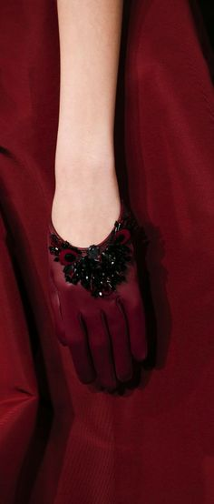 burgundy.quenalbertini: Oscar de la Renta Fall 2016 RTW, Details | Vogue