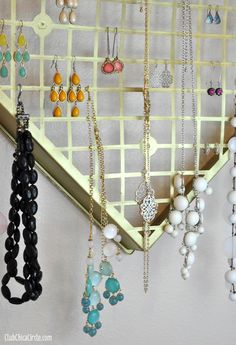 Homemade Jewelry Organizer Craft Idea by Club Chica Circle #CraftyIsContagious