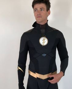 The Flash's Grant Gustin Shares New Look At Black-Suited Barry Memes Top, Dc Memes, Grant Gustin Flash, Grant Gusting, Foto Flash, Le Flash, Flash Art, Flash Funny, Flash Barry Allen