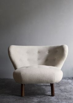 Adore this Danish inspired chair – Oliver Gustav Studio Studio Furniture, Home Furniture, Furniture Design, Mid Century Modern Decor, New Home Designs, Mid-century Modern, Armchair, Interior Design, House Styles