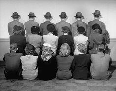 Tienda departamental toma foto de sus detectives posando de espalda para no revelar sus identidades (1948)