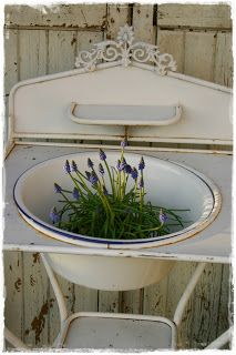 Vintage enamelware wash stand...would love to have one