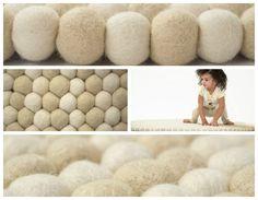 Inspiratie voor je BolletjesKleed. Double White! #BolletjesKleed #interieur #inspiratie Felt Ball Rug, Felting, Lightning, Bath Mat, Interior Design, Rugs, Color, Home Decor, Nest Design