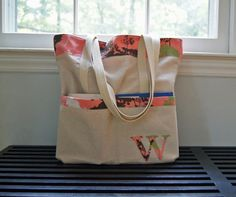 Sutton Grace: simple tote bag tutorial. Used this tutorial to make a nice bag for friend, I just added an inner pocket and few other things