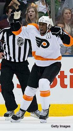 fec8587db Wayne Simmonds, winger for the Philly Flyers Nhl Games, Flyers Hockey,  League Gaming