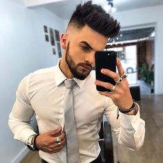 Latest Trend Hair Cuts For Men 2019 – Men's style, accessories, mens fashion trends 2020 Cool Hairstyles For Men, Hairstyles Haircuts, Haircuts For Men, Indian Hairstyles Men, Mens Hairstyles Fade, Beard Styles For Men, Hair And Beard Styles, Curly Hair Styles, Hc Hair