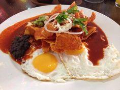 Autenticos chilaquiles, comida mexicana