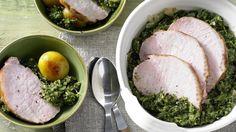 Bodenständiges aus Norddeutschland auf die schlanke Art: Grünkohl mit Kassler und Röstkartoffeln | http://eatsmarter.de/rezepte/gruenkohl-kassler