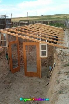 For Less Than Half The Cost Of An Iphone, You Can Build An Underground Greenhouse - Trend Greenhouse Gardening 2019 Cheap Greenhouse, Greenhouse Interiors, Backyard Greenhouse, Greenhouse Plans, Greenhouse Wedding, Homemade Greenhouse, Greenhouse Vegetables, Pallet Greenhouse, Greenhouse Cover