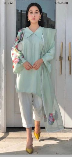 Pakistani Fashion Party Wear, Indian Fashion Dresses, Indian Designer Outfits, Girls Fashion Clothes, Latest Pakistani Fashion, Stylish Dress Book, Stylish Dresses For Girls, Stylish Dress Designs, Designs For Dresses