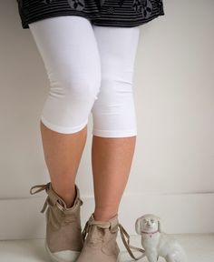 DECOY | UltraSoft Viscose capri-legging wit | Nu 10% korting! - SOSHIN.nl Capri Leggings, White Shorts, Adidas Sneakers, Dance Shoes, Fashion, Adidas Tennis Wear, Dancing Shoes, Fashion Styles, Moda