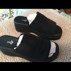 Shoes Nice black shoes ... Excellent condition SO Shoes Sandals