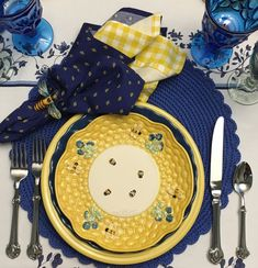 A Dozen Tablescapes for the Year — Whispers of the Heart Fall Table Settings, Christmas Table Settings, Holiday Tables, Place Settings, Yellow Dinner Plates, Turkey Table, Wood Bees, Small Bees, Thanksgiving Tablescapes