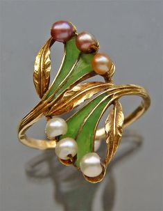Art Nouveau Gold and Pearl Ring : French 1900