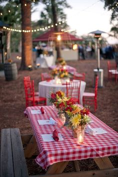 Love this checkered tablecloth, picnic table, backyard bbq rehearsal dinner style! Bbq Party, Farm Party, Wedding Reception Themes, Wedding Ideas, Reception Ideas, Wedding Ceremony, Wedding Rehearsal, Wedding Venues, Wedding Reception Bbq