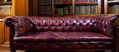 How to remove Grease Stains from leather Retro Living Rooms, Diy Living Room Decor, Living Room Storage, Vintage Leather Sofa, Leather Sofa Bed, Living Room Carpet, Living Room Sofa, Living Area, Color Caoba