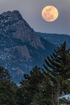 jcheung-photography:  Goodnight my friend Mountain moonriseFind me here: Flickr   Website   500px   Instagram