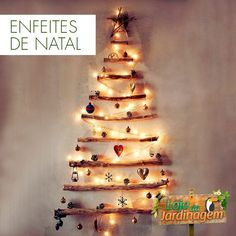 Celebrate an eco-friendly Christmas this year. Seek out an alternative Christmas tree, make crafts. Here are some creative eco-friendly Christmas trees. Noel Christmas, All Things Christmas, Winter Christmas, Rustic Christmas, Scandinavian Christmas, Natural Christmas, Beautiful Christmas, Christmas Lights, Simple Christmas